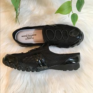 Black Flat Walking Shoes